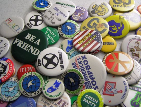 vintage-pinback-buttons-lot-of-135-mostly-liberal-political-few-cal-bears-misc-fba9dba0388c972473b76cf3adf5fcdd